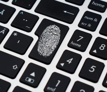 Новий вірус AVCrypt спочатку знищує антивірусні програми, а потім файли